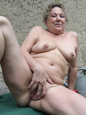 Saggy Tits Porn Photos